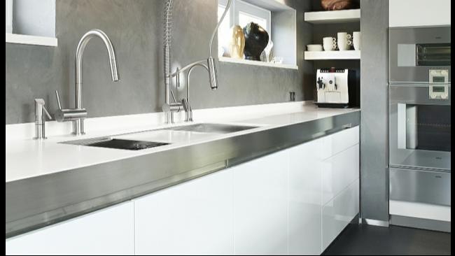 餐厅厨房台面是选用石材还是不锈钢橱柜台面板?现在知道还不晚!