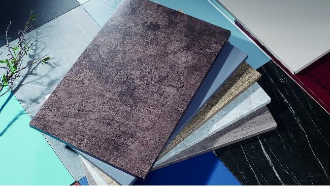 彩涂板跟覆膜钢板比,大家都知道覆膜钢板的优异性能-耐腐蚀!